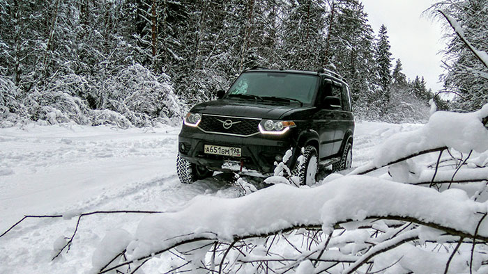 По снегу