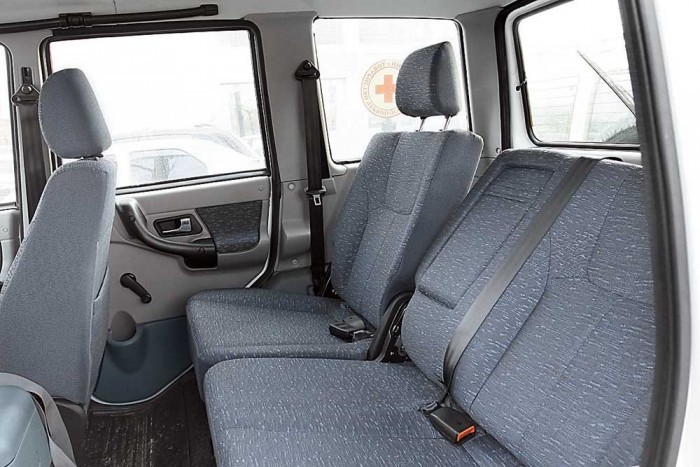 Заднее сиденье авто